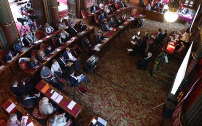 Simplifier, c'est démocratiser: La suppression des provinces et des communautés