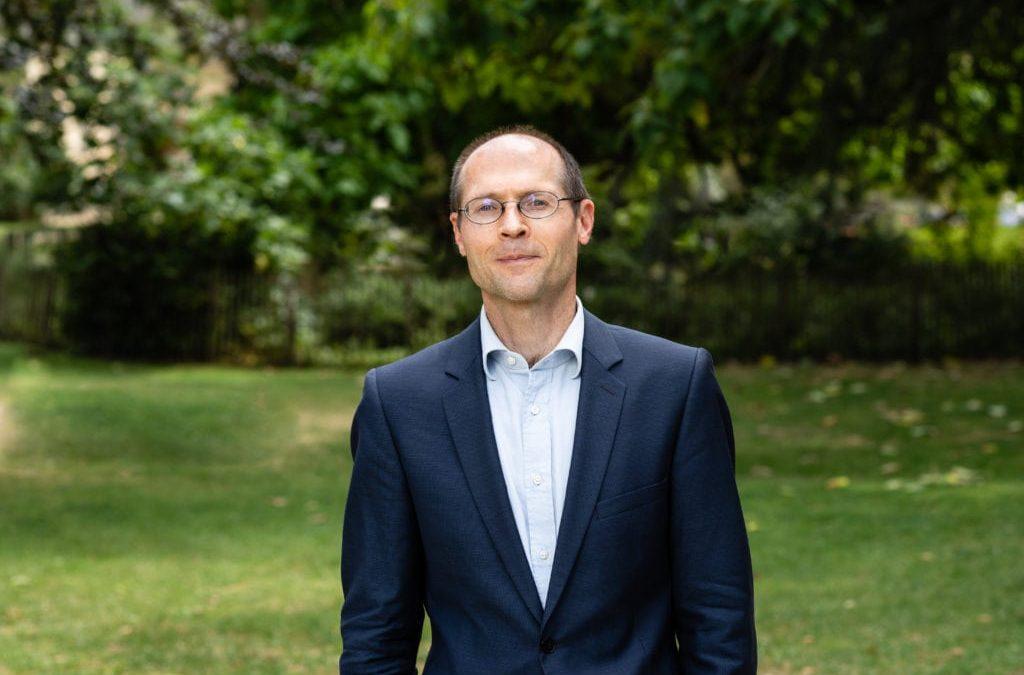 COVID-19: Olivier De Schutter: «Le rôle des politiques de créer des récits auxquels l'on puisse adhérer pour se projeter dans l'avenir et pour éviter d'être captif du court terme est très souvent sous estimé. Or, il est tout à fait décisif»